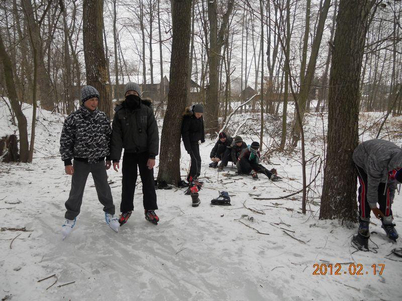 Uczniowie na lodowisku